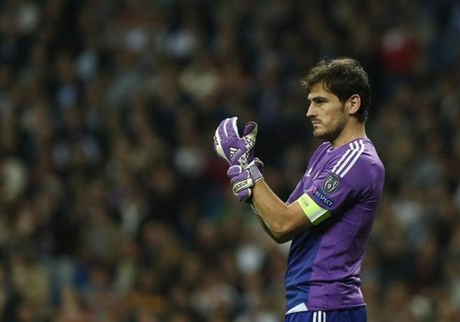 Iker Casillas defiende la portería del Real Madrid en los encuentros de la Liga de Campeones.