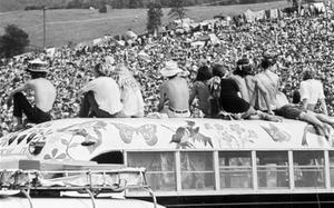 Medio millón de jóvenes acudieron al hoy mítico festival de Woodstock, en Bethel, Nueva York.
