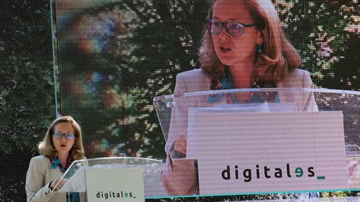 El Gobierno anuncia 26 millones para desplegar el 5G en la red de alta velocidad. Así lo ha anunciado Nadia Calviño (en la foto).