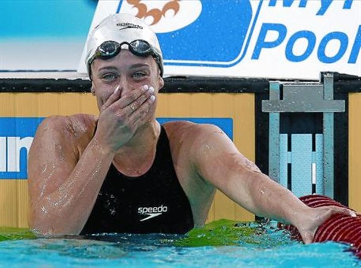 Mireia Belmonte casi se sorprende de su victoria en los 200 metros mariposa; poco después lograría otro oro.