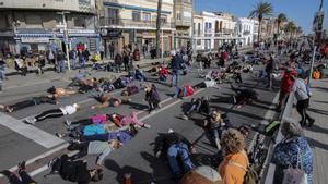 Corte de tráfico de vecinos de Premià de Mar reclamando pacificar la carretera, en enero.