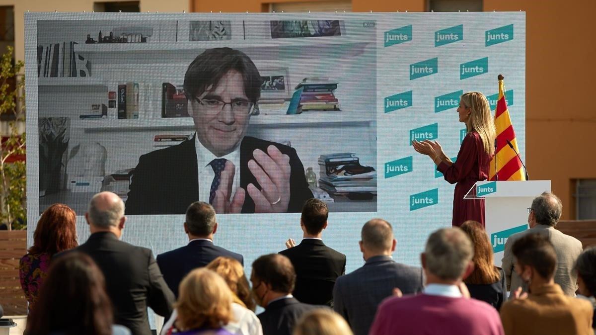 Carles Puigdemontparticipa por video conferencia en el acto de Junts.