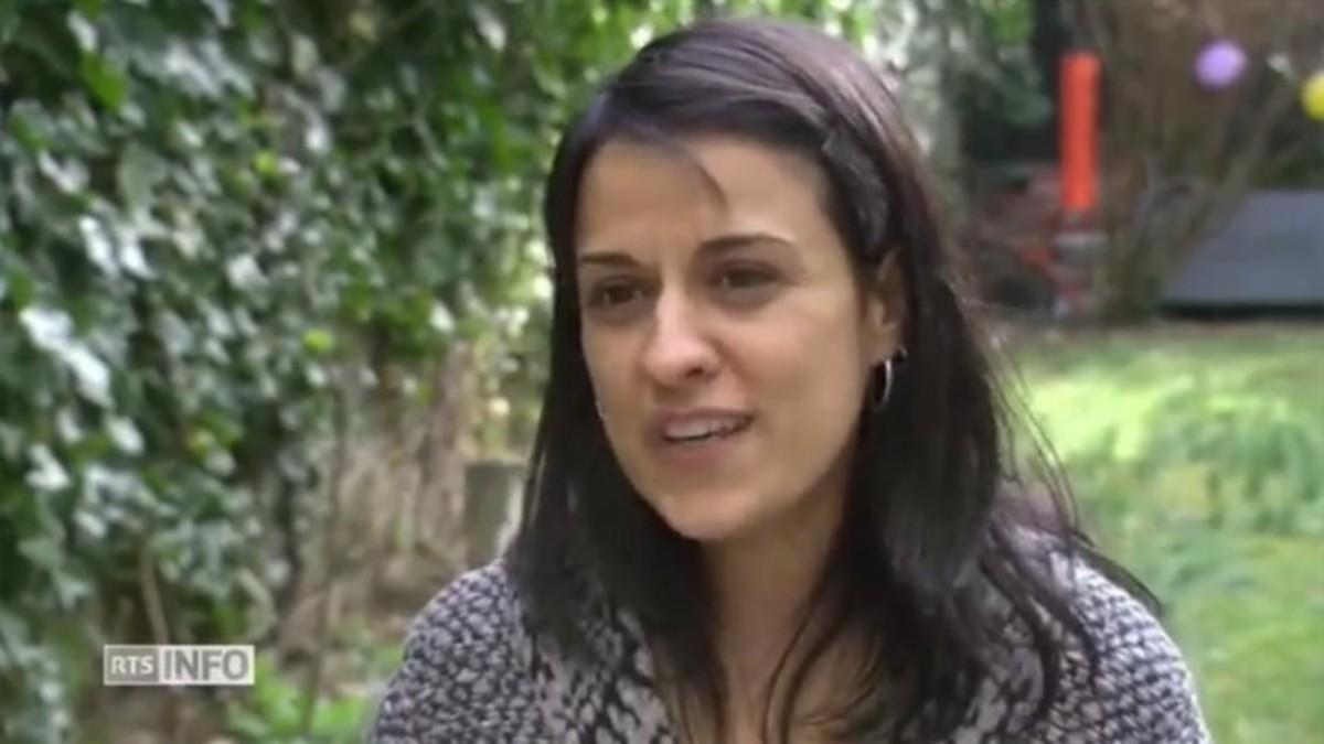 La exdiputada de la CUP Anna Gabriel, durante su entrevista en la televisión suiza RTS.