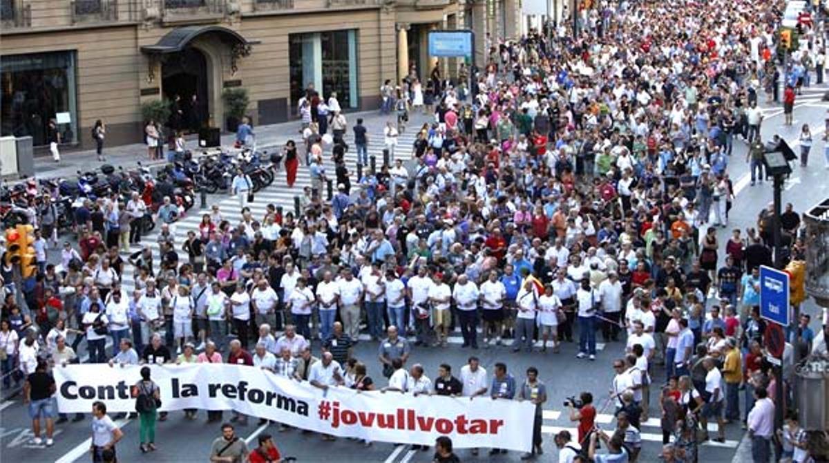 Sindicatos, entidades sociales y partidos de izquierda reclaman un referendo
