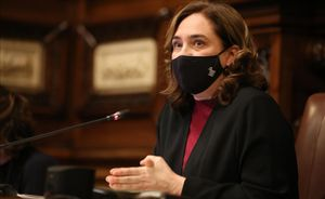 Ada Colau en el pleno del Ayuntamiento de Barcelona.