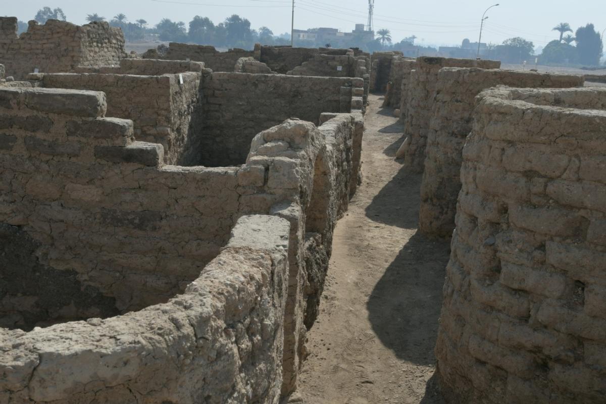 Trobada a Egipte sota la sorra una gran ciutat perduda de 3.000 anys