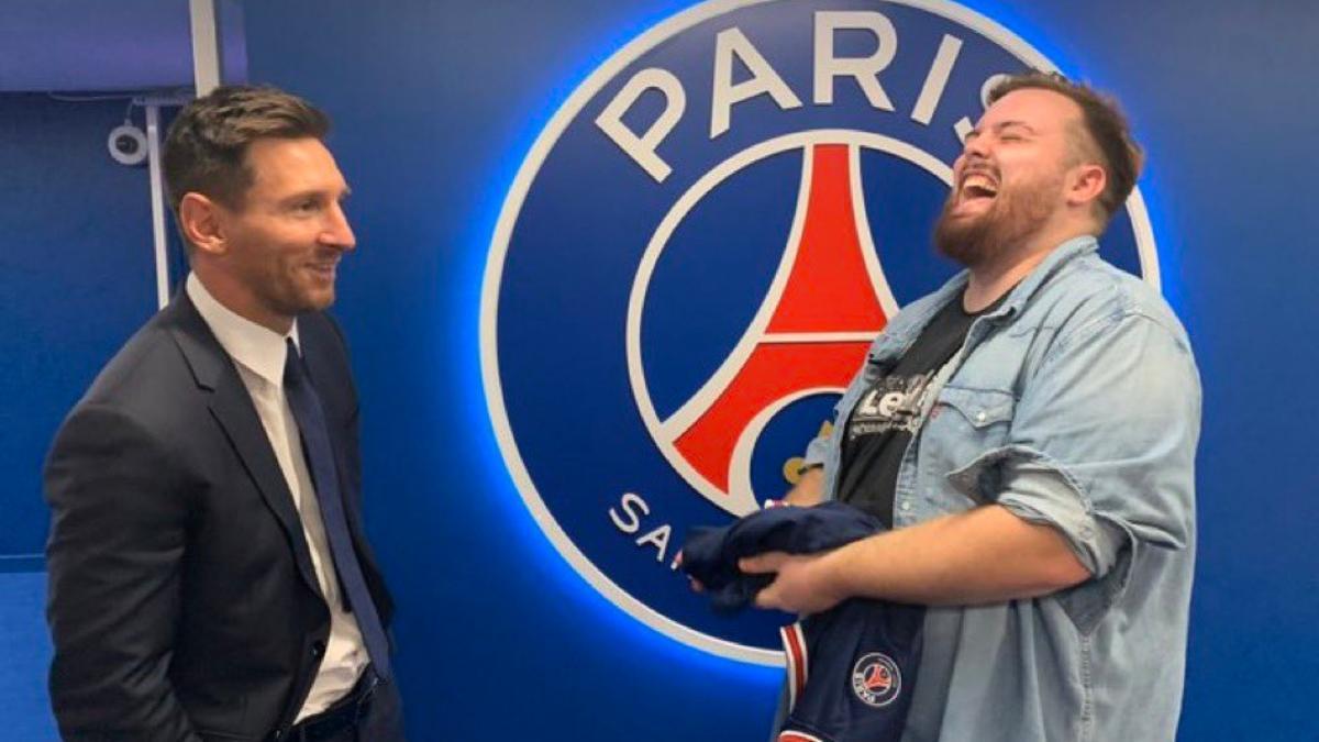 Leo Messi e Ibai Llanos en las instalaciones del PSG