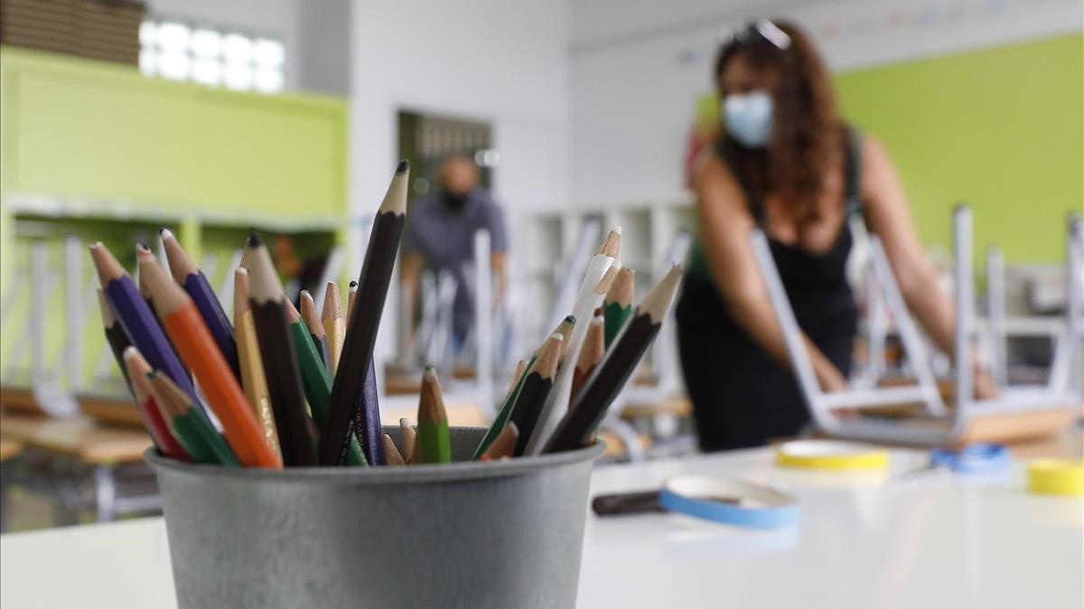 Preparativos de vuelta al cole en el instituto-escuela El Gornal de L'Hospitalet de Llobregat.