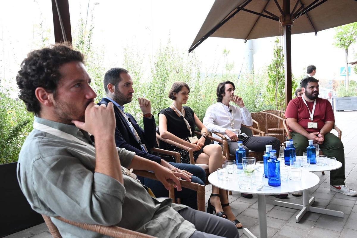 Los participantes en el coloquio Aldea Summer Celebration: (de izquierda a derecha) Antonio Miguel, Josep Duran, Marta Gaia, Nathan Benaich y Luis Or.