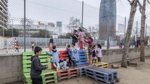 Les escoles transformen els patis per acabar amb la dictadura de la pilota