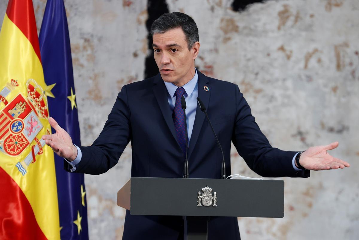 El presidente del Gobierno, Pedro Sánchez, durante el acto en la Moncloa con motivo de la modificación del artículo 49 de la Constitución, este 13 de mayo.