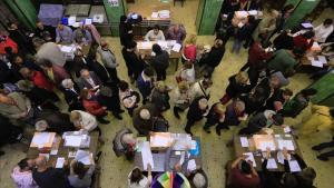 Votaciones en el colegio Escola Casas en el Clot, Barcelona.