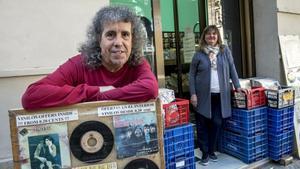 Jose Luis Fernández Alfaro y Carmen Cuñado, responsables de la tienda de discos Music World.