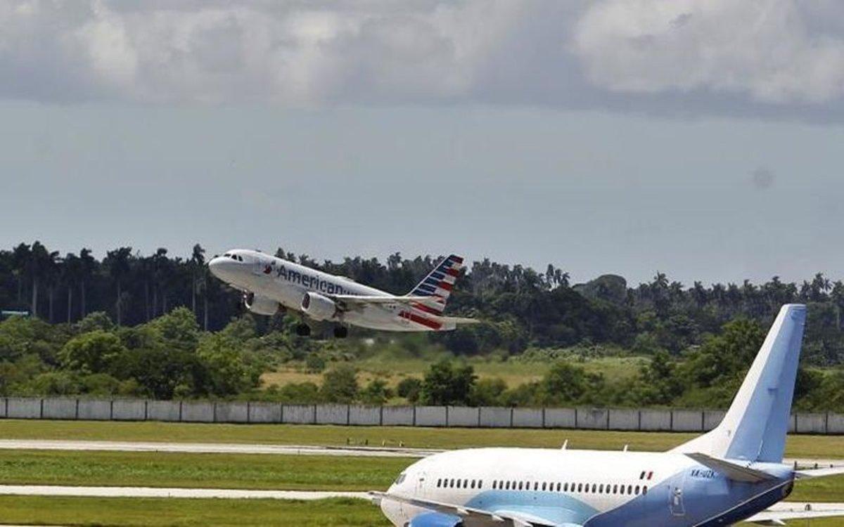 Un avión de la aerolíneaAmerican Airlines en Cuba.