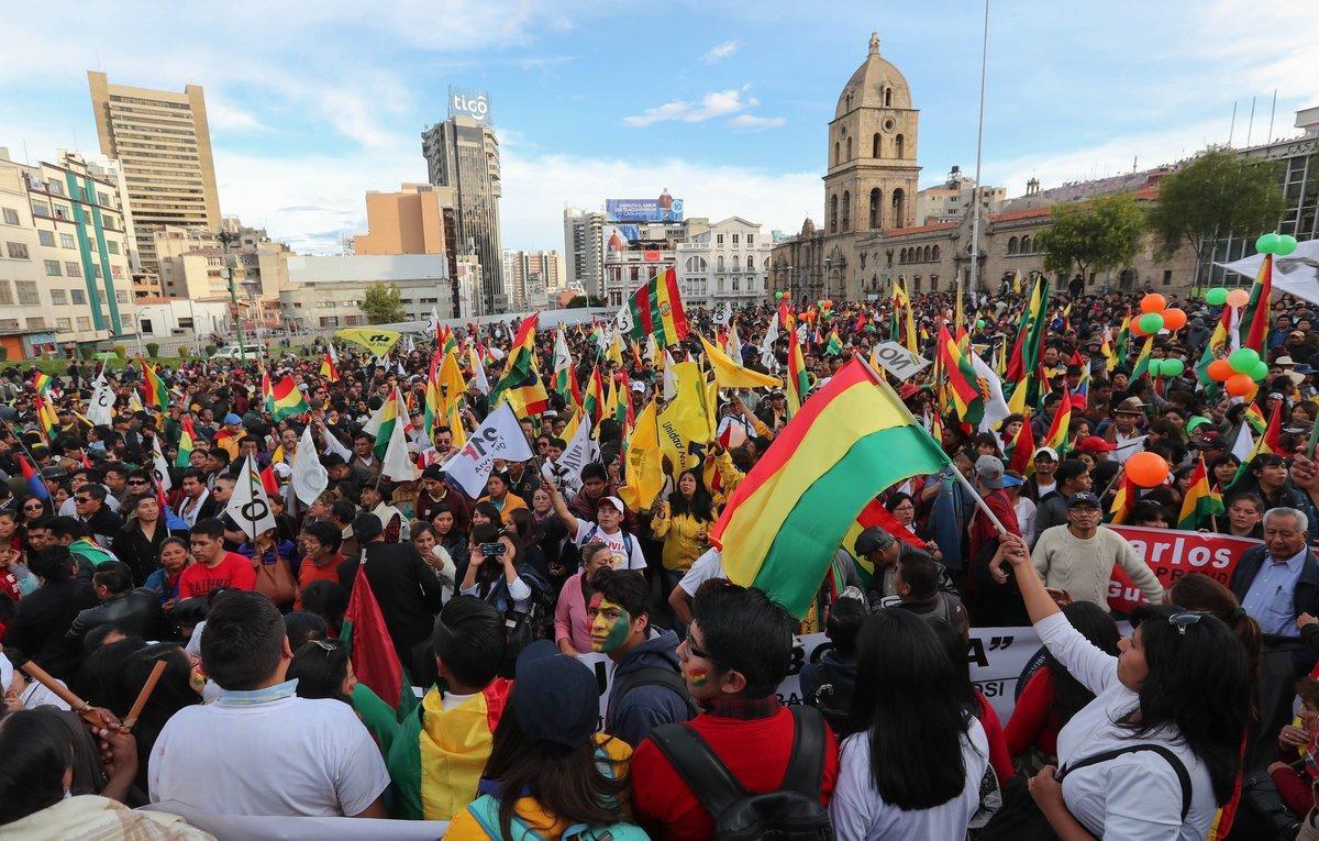Ciudadanos y partidos de la oposicion protestan contra lareeleccion del presidente de Bolivia,Evo Morales.