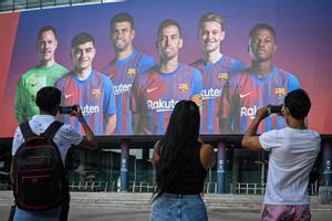 El mural del Barça en el Camp Nou con Busquets, Piqué, Ansu Fati, Pedri, De Jong y Ter Stegen.