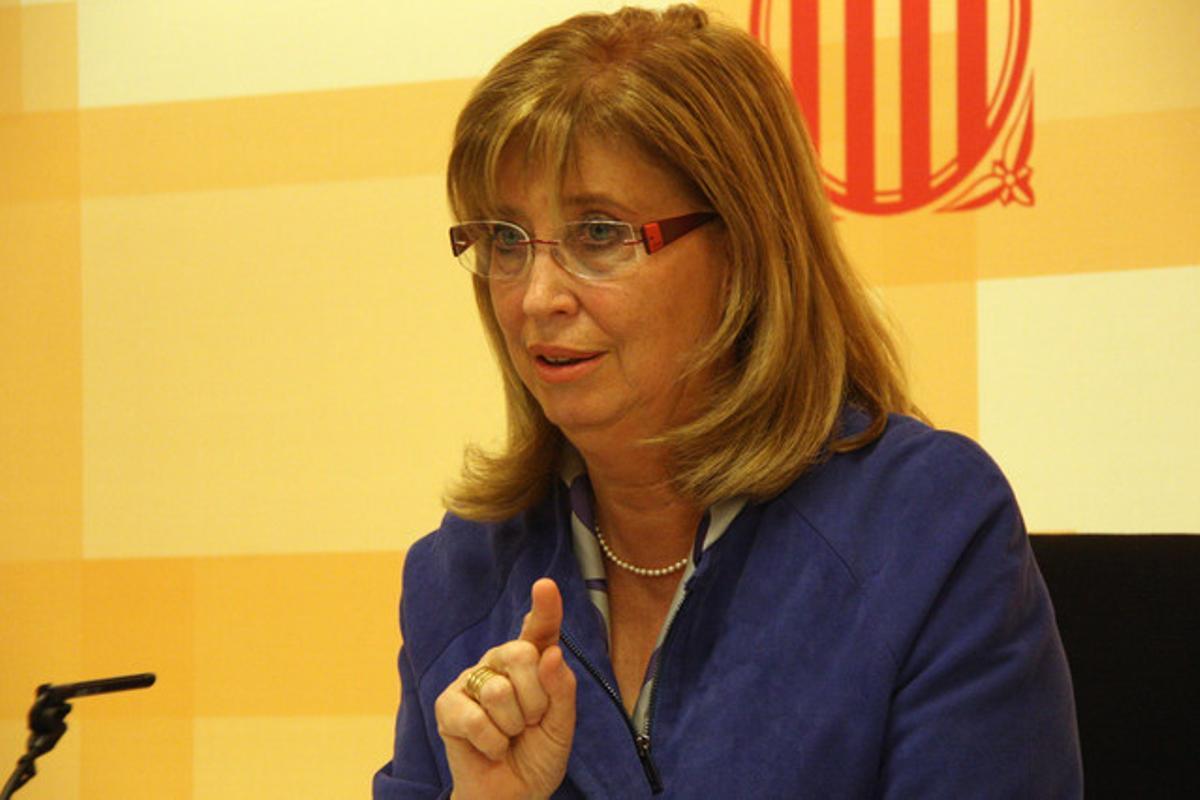 La 'consellera' d'Ensenyament, Irene Rigau, en rueda de prensa.