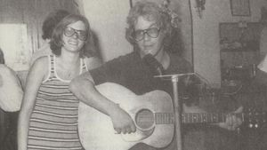 Warren Zevon y su esposa Crystal en el pub The Dubliner de Sitges, en los años 70.