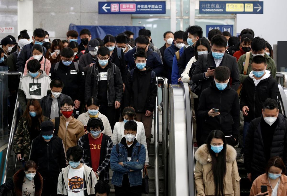 Usuarios del metro de Pekín, este martes en hora punta.