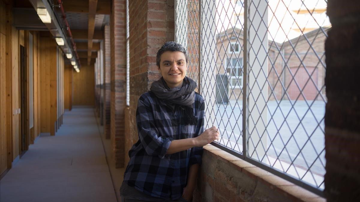 La concejala Martín, en una nueva promoción pública en la Fabra i Coats.