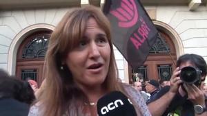 La diputada de JxCat, Laura Borràs, explica que su grupo pedirá explicaciones en el Congreso acerca de las detenciones.