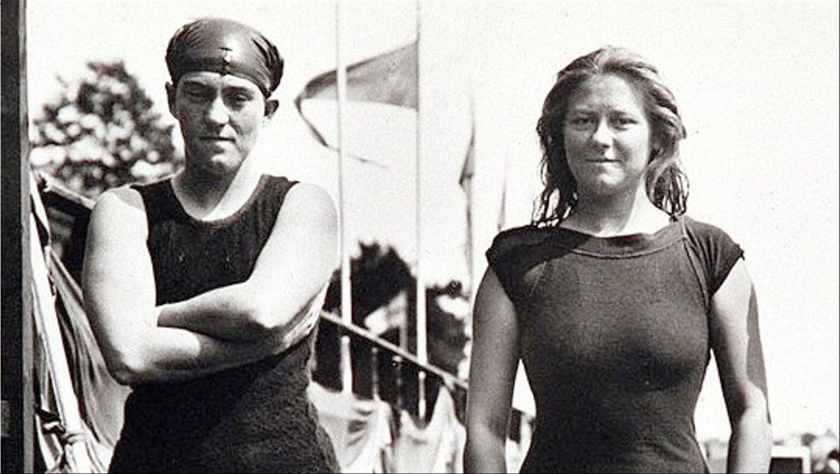 Fanny Durack y Mina Wylie, primeras medallistas de la natación olímpica, en 1912.