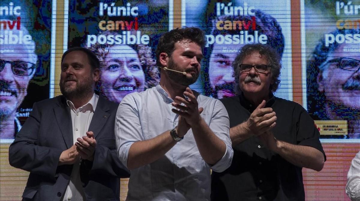 Oriol Junqueras, Gabriel Rufián y Joan Tardà, este jueves, en el arranque de la campaña de ERC enBarcelona.