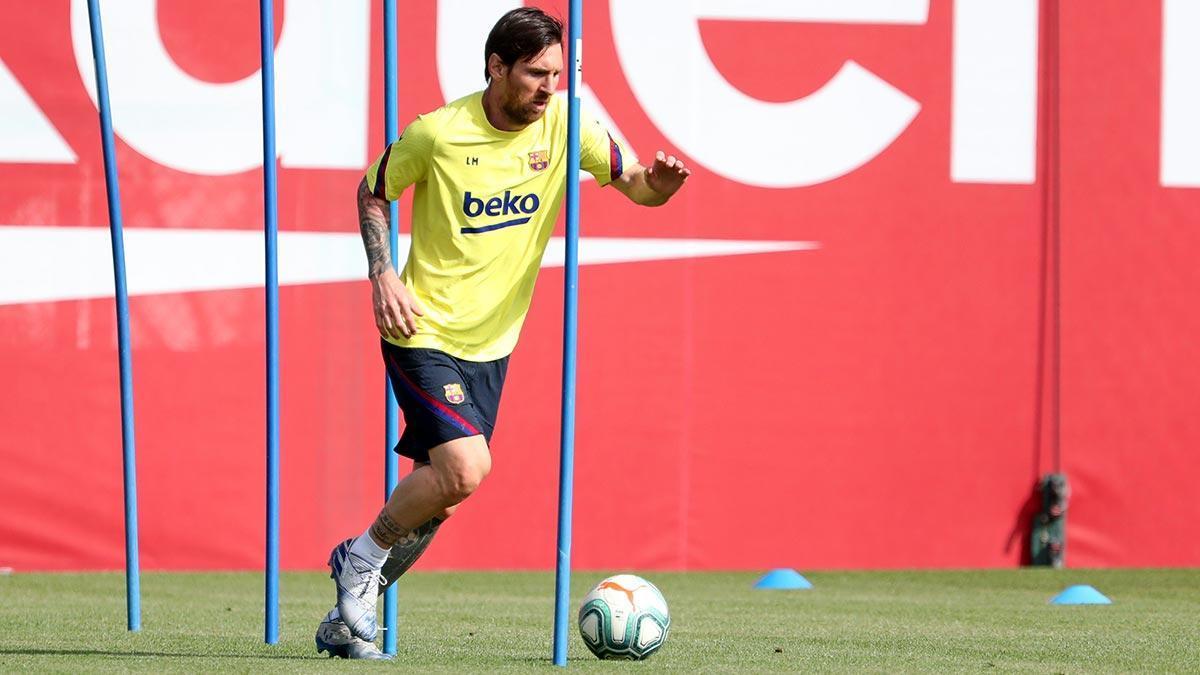 Entrenamiento del Barça esta mañana, Messi como los demás jugadores por separado.
