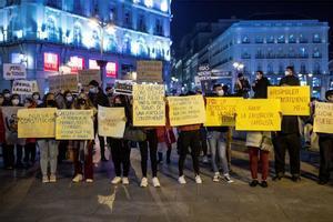 Peruanos protestan en Madrid por la situación de su país.