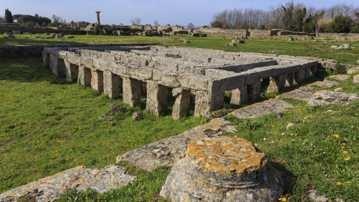 Gimnasio con piscina en la ciudad arqueológica grecorromana de Paestum, en Campania (Italia).