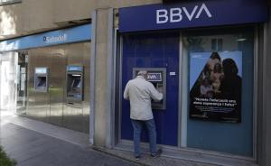 El BBVA mira de refredar la seva possible fusió amb el Sabadell