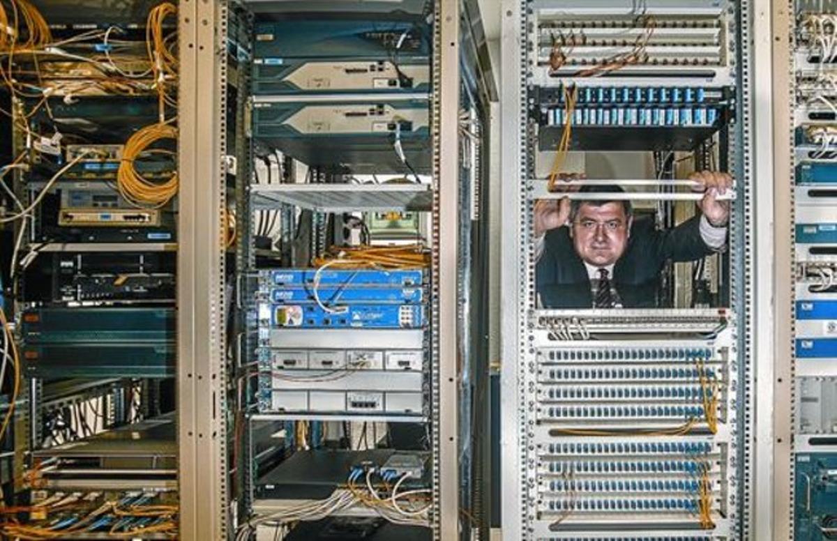Ricard Martínez, en el centro de datos de la Universidad de Valencia.