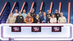 Jordi Hurtado, con los '12 magníficos' del 2018 del concurso de La 2 'Saber y ganar'.