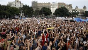 Los 'indignados' del 15-M en la Plaza de Catalunya de Barcelona en el 2011.