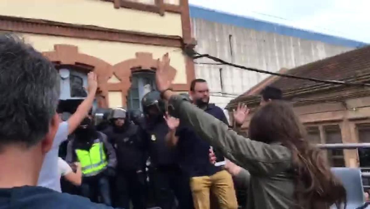 Incidentes con la policia en el IES de Can Vilumara en L'Hospitalet