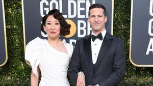 Sandra Oh y Andy Samberg, presentadores de la gala de entrega de los Globos de Oro.
