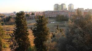 Los terrenos, hoy en desuso, del antiguo campo de prácticas de golf del CN Montjuïc que acogerán a la futura ciudad deportiva de la Fundació Damm.