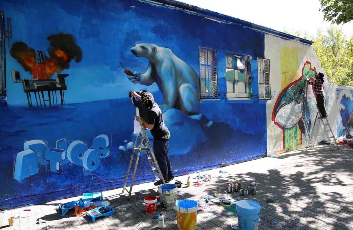 Arte y conciencia ecológica se alían en un mural de grafitos