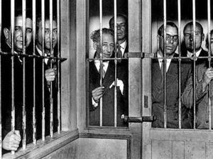 Companys (en el centro), junto a miembros de su Govern, encarcelados a finales de 1934.