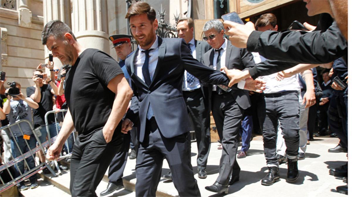 Messi y su padre, condenados a 21 meses de cárcel por defraudar a Hacienda