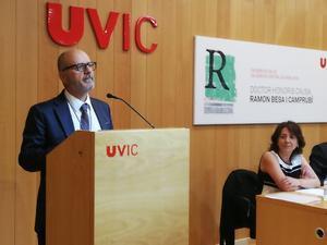 El periodista Ramon Besa, doctor Honoris Causa per la Universitat de Vic