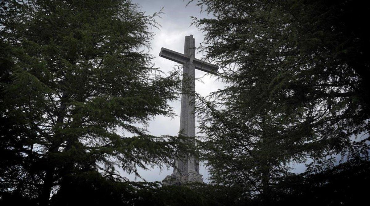 Imagen de la cruz de 150 metros del Valle de los Caídos.