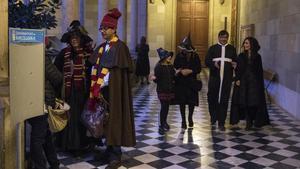 Asistentes a la BCN PotterCon, el sábado, en el edificio histórico de la Universidad de Barcelona, reconvertido en el colegioHogwarts.