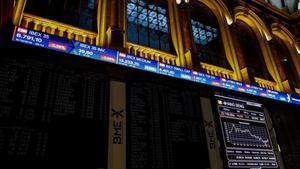 Imagen de los paneles informativos de la bolsa.