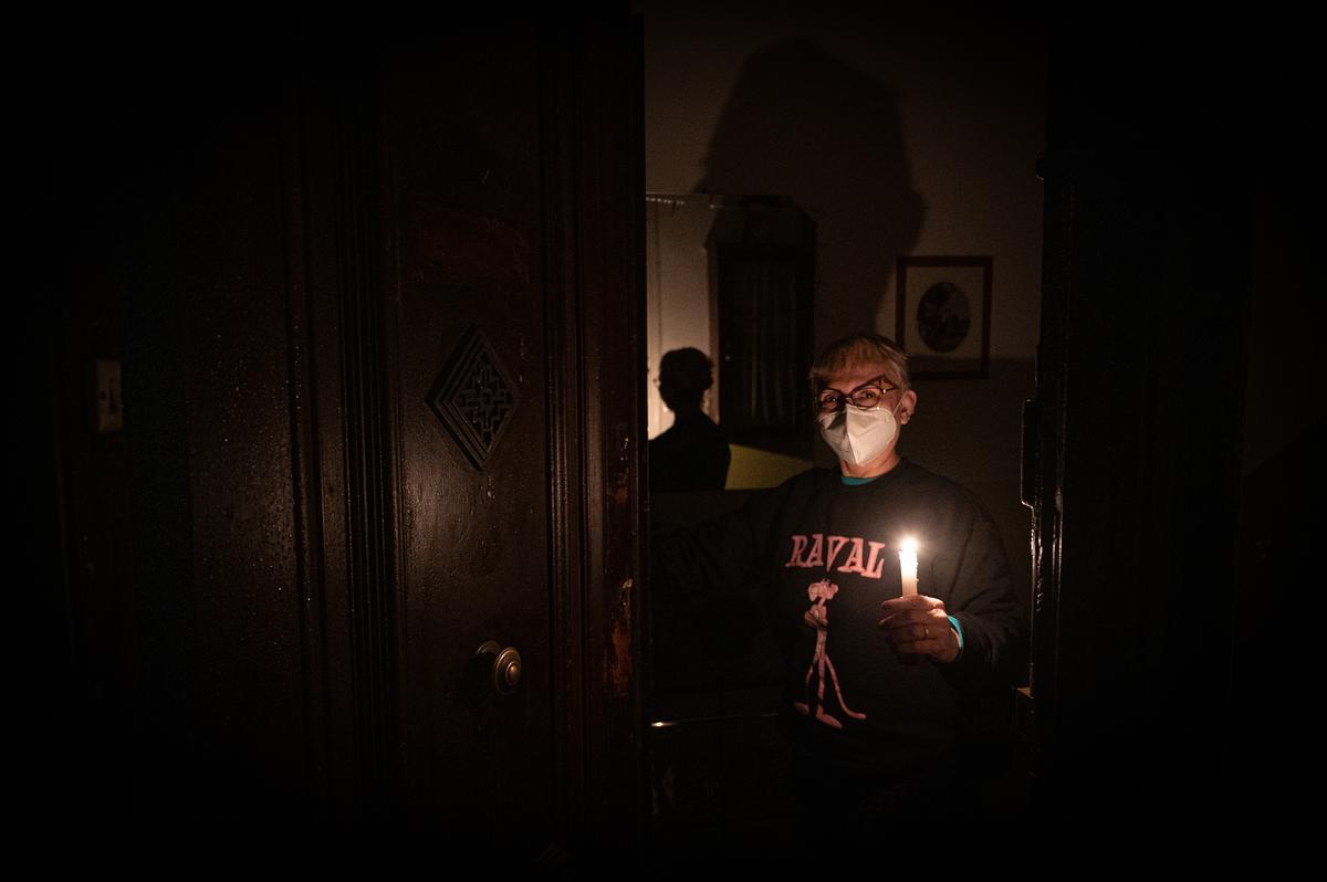Pobresa, policia o elèctriques: ¿qui té la culpa dels talls de llum?