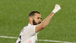 Benzema celebra su último golazo.