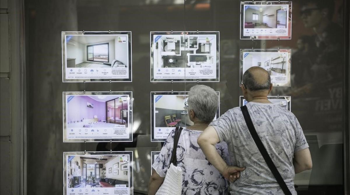 Agencia inmobiliaria en la Gran Via de Barcelona.