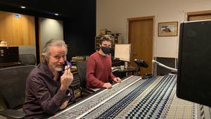 Jackson Browne, en el estudio con el ingeniero Kevin Smith.