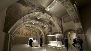 Los murales de Sijena, expuestos en una sala del Museo Nacional de Arte de Catalunya.