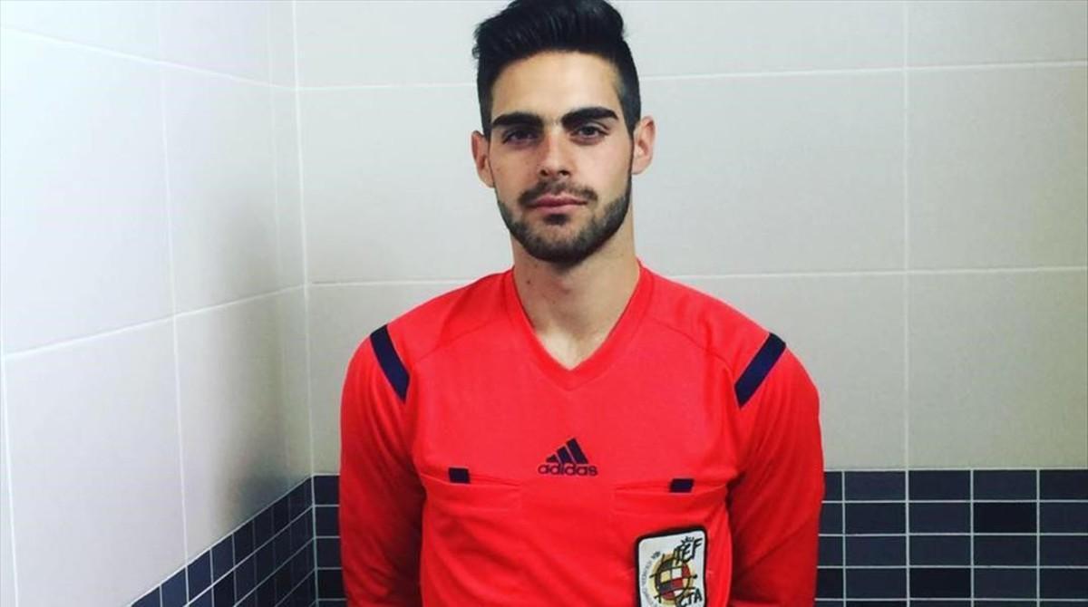 Jesús Tomillero es el primer árbitro autodeclarado homosexual en España.